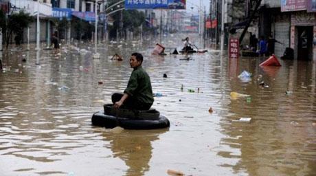 Наводнение затопило китайский город